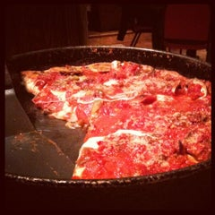 Photo taken at Lou Malnati's Pizzeria by Nichole Geer R. on 10/29/2012