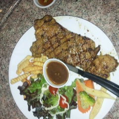 Photo taken at Verde Montana Restaurant (เวอร์เด้ มอนทาน่า เรสเทอรองท์) by Phongsak T. on 7/26/2013