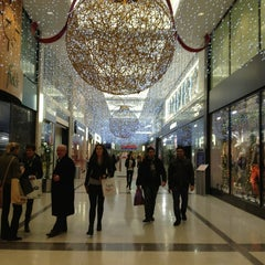 Photo taken at Jervis Shopping Centre by Andalucía E. on 12/22/2012