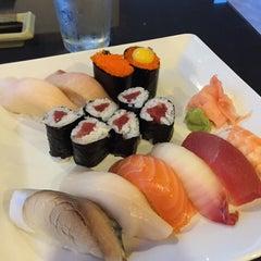 Photo taken at Mizu Sushi & Grill by Virgilio C. R. on 11/21/2015