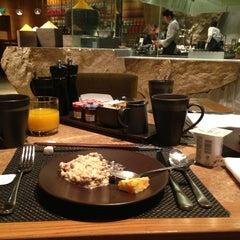 Photo taken at 北京嘉里大酒店 Kerry Hotel by Маню🌟 on 10/24/2013