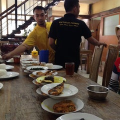 Photo taken at Restoran Datuk Padang by Mohanash F. on 9/20/2014