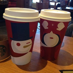 Photo taken at Starbucks by Ezekiel J. on 11/29/2012