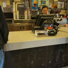 Photo taken at McDonald's by Dwight 🌟 💵 B. on 5/9/2016