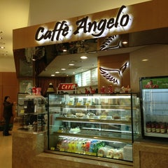Photo taken at 카페안젤로 (Caffe Angelo) by moon s. on 12/22/2012