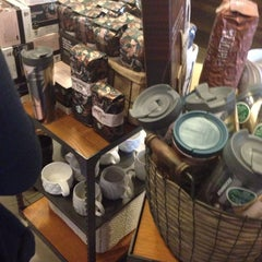 Photo taken at Starbucks by Leo P. on 10/11/2013