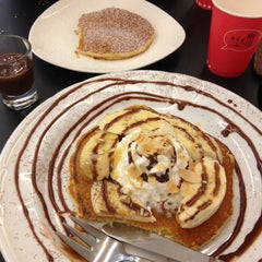 Photo taken at Pancake Café (แพนเค้ก คาเฟ่) by Yanika S. on 4/25/2013