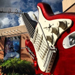 Photo taken at Rock 'N' Roller Coaster Starring Aerosmith by Danny F. on 1/10/2013