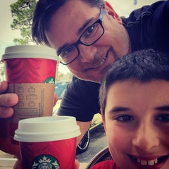 Photo taken at Starbucks by Elias M. on 11/16/2014