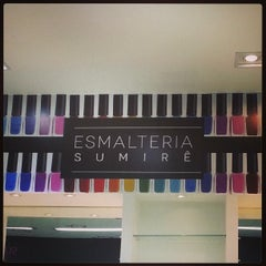 Photo taken at Perfumaria Sumirê by Rogério H. on 9/24/2013