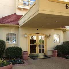 Photo taken at La Quinta Inn & Suites Atlanta Perimeter Medical by Kym H. on 12/28/2012