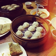 Photo taken at Shanghai Dumpling King by Bommy C. on 1/28/2013