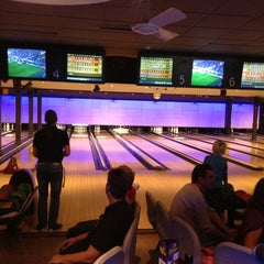 Photo taken at Party & Bowling De Worp Deventer by Henry B. on 9/29/2013