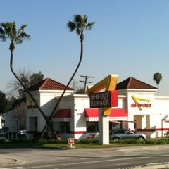 Photo taken at In-N-Out Burger by David D. on 2/13/2013