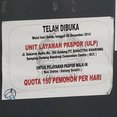 Photo taken at Kantor Imigrasi Kelas I Bandung by Jojo T. on 3/18/2015