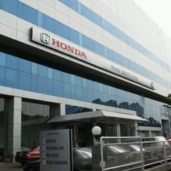 Photo taken at Honda Jakarta Center (PT Imora Motor) by Shandy S. on 4/22/2013