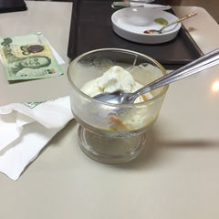 Photo taken at ระเบียงสบาย (Library Café) by Pinn🐰🍃 on 12/1/2014