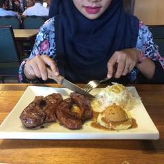Photo taken at Me'nate Steak House by Byezura A. on 5/20/2015