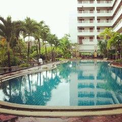 Photo taken at Hatyai Paradise & Resort Hotel (โรงแรมหาดใหญ่พาราไดร์แอนรีสอร์ท) by โมจิ ค. on 12/14/2012