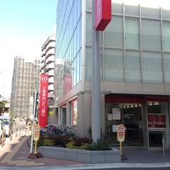 Photo taken at 三菱東京UFJ銀行 小阪支店 by 週刊ひがしおおさか 前. on 12/7/2012