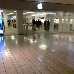 Photo taken at Apple Store, Beverly Center by Robert H. on 2/1/2013