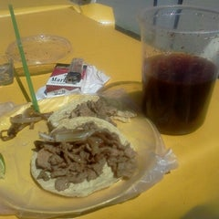 Photo taken at Chelas del Guss Chiluca by Arianna H. on 2/24/2013