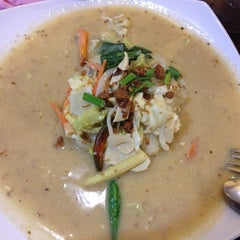 Photo taken at Restoran Lawang Sari by Rabia Z. on 6/8/2013