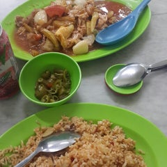 Photo taken at Nasi Goreng Chicken Chop by ana C. on 10/7/2014