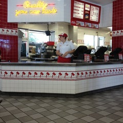 Photo taken at In-N-Out Burger by Traci D. on 5/2/2013