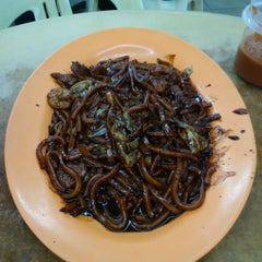 Photo taken at Ah Wah Hokkien Mee (Paramount Garden) by Donald C. on 10/21/2015