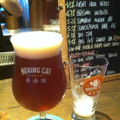 Photo taken at 拳击猫餐厅 | Boxing Cat Brewery by Tom Y. on 7/23/2013