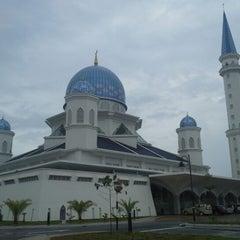 Photo taken at Masjid Abdullah Fahim by 1 O. on 11/11/2012