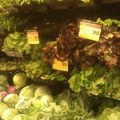 Photo taken at Farm Fresh by Leslie 🔆 H. on 9/18/2012