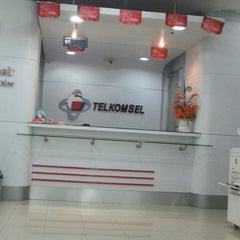 Photo taken at GraPARI Telkomsel by Arnolus 杨. on 9/20/2014