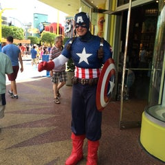 Photo taken at Captain America Diner by MIGUEL ÁNGEL G. on 8/27/2014