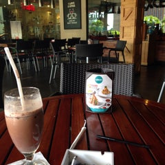 Photo taken at EXCELSO Cafe by Stevy N. on 7/7/2015
