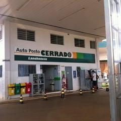 Photo taken at Auto Posto Cerrado by Letícia on 11/11/2012