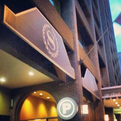 Photo taken at Sheraton Ottawa Hotel by Irwan A. on 9/23/2012
