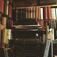 Photo taken at Shakespeare & Company by Маргарита on 9/22/2013