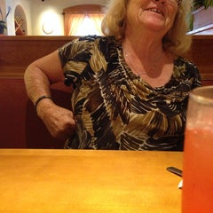 Photo taken at Olive Garden by Tammy R. on 7/3/2014