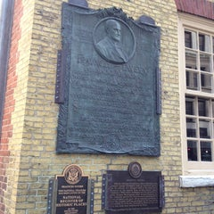 Photo taken at Fraunces Tavern by Ali W. on 11/29/2012