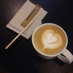 Photo taken at Starbucks (สตาร์บัคส์) by Je t'aime on 5/13/2015