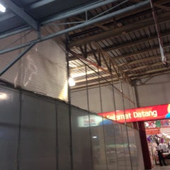Photo taken at LotteMart Wholesale by Fabiola M. on 12/17/2014