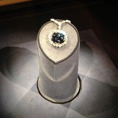 Photo taken at Hope Diamond Exhibit by Kevlar on 4/25/2013