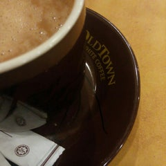 Photo taken at OldTown White Coffee by Farren A. on 7/12/2015