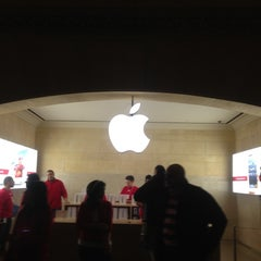Photo taken at Apple Store, Grand Central by Rafael M. on 12/2/2012