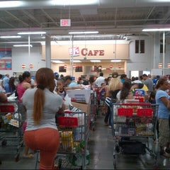 Photo taken at BJ's Wholesale Club by Journo G. on 7/11/2013