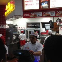 Photo taken at In-N-Out Burger by Jonathan M. on 2/25/2013