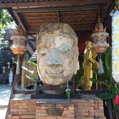 Photo taken at วัดเจ็ดลิน (Wat Chet Lin) by Jiphy on 1/30/2015