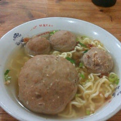 Photo taken at Bakso Jawir by hausen c. on 12/1/2013